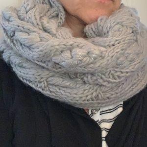 Shell collar scarf